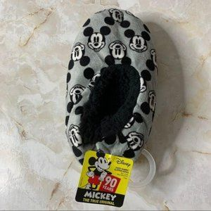 🦋NWT Disney Classic's Mickey Slippers